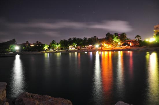 Blue Bay Curacao Golf & Beach Resort: beautiful beach at night