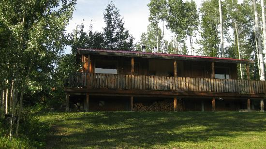 Goldenwood Lodge: The duplex cabin -- we stayed in the unit on the left.