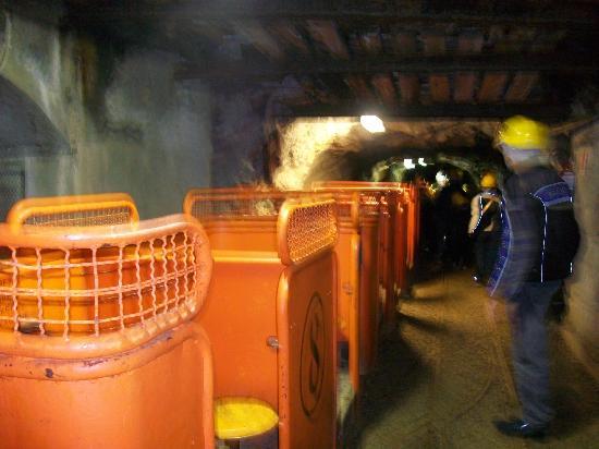 Ecomuseo delle Miniere e della Val Germanasca: Trenino all'interno della miniera
