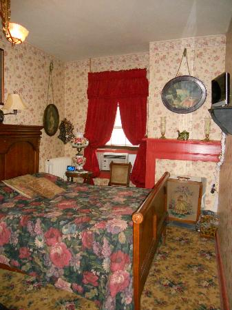Farnsworth House Inn: Sweney room