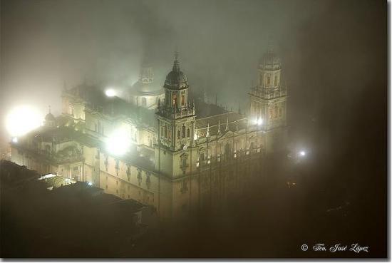 Jaen Cathedral: La Catedral entre las nieblas. Vista desde el Castillo Santa Catalina.