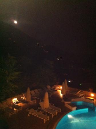 Mamela Hotel: full moon night from my room