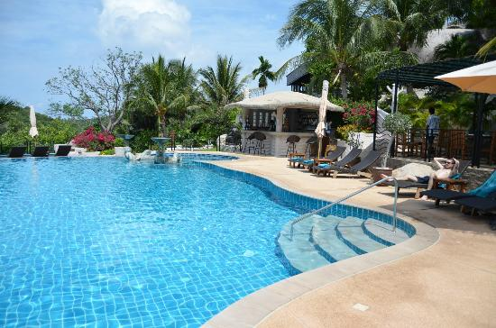 Jamahkiri Resort & Spa: Pool and Poolside bar