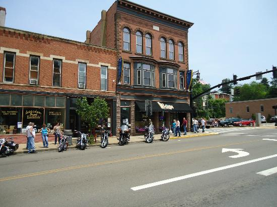 Bags Sports Pub: Located in Historical downtown Millersburg