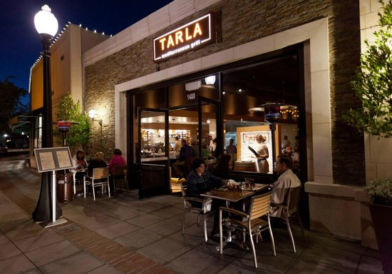 Tarla Mediterranean Bar and Grill: outdoor seating