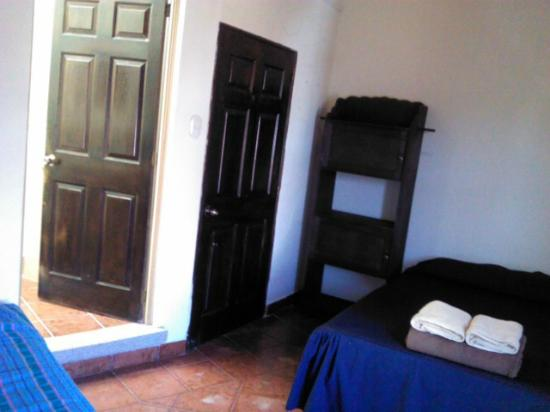 Taanah Guest House Antigua: Private rooms