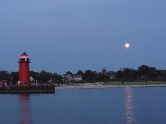 South Haven, MI: Moonrise over the lighthouse