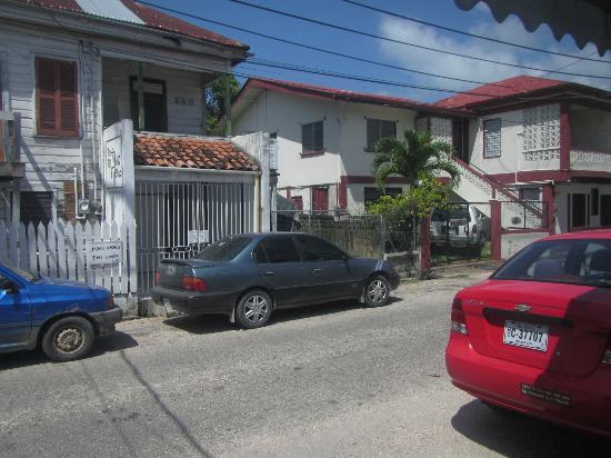 Bakadeer Inn: View of the Street Bakadeer is on.