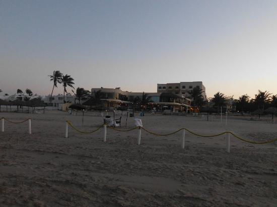 Arenas del Mar: Vista del Hotel desde la Playa