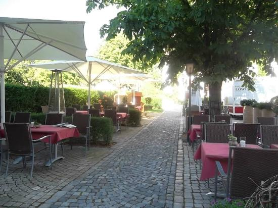 Hotel Restaurant Löwen: The hotel's dining terrace