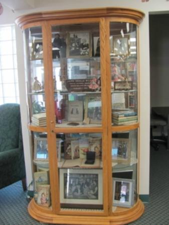 Mansfield, MO: Display case in the library