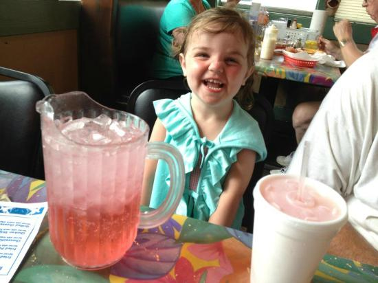 Doc's Seafood Shack and Oyster Bar: Her pink sprite by an awesome waitress!