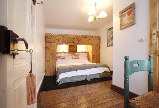 Chalet Cachat : One of the beautiful cosy ensuite bedrooms