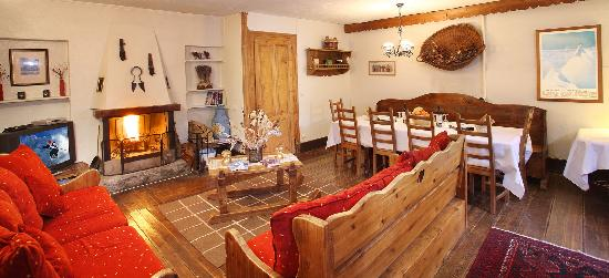 Chalet Cachat: The fantastic living area with open fire