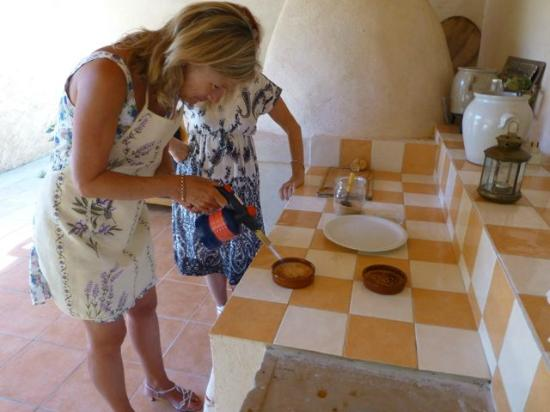 Cooking and Art de Vivre in Provence : Tessa showed me how to use the blow torch to finish the brulees