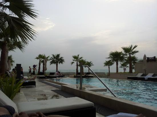Staybridge Suites Abu Dhabi Yas Island: Pool
