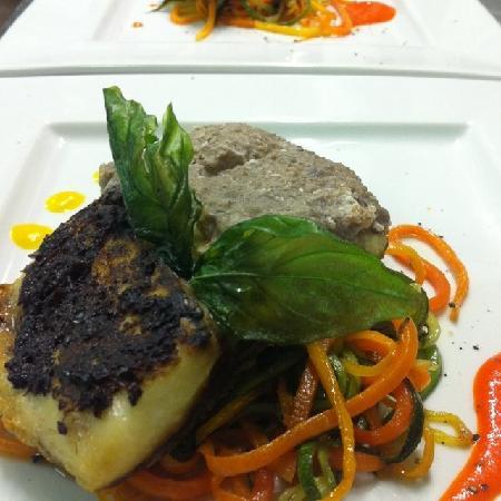Don Cola Cafe & Restaurant: ombrina in crosta di olive nere dell'etna e verdure croccanti