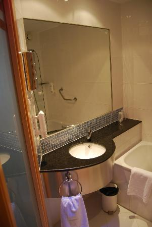 Holiday Inn Express Valencia Bonaire: Bathroom