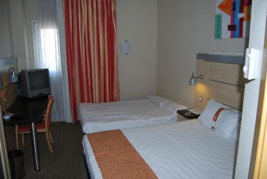 Holiday Inn Express Valencia Bonaire: familyroom with sofa bed
