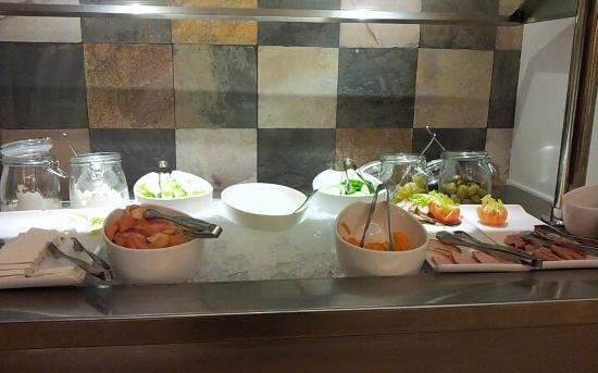Staybridge Suites Abu Dhabi Yas Island: Breakfast