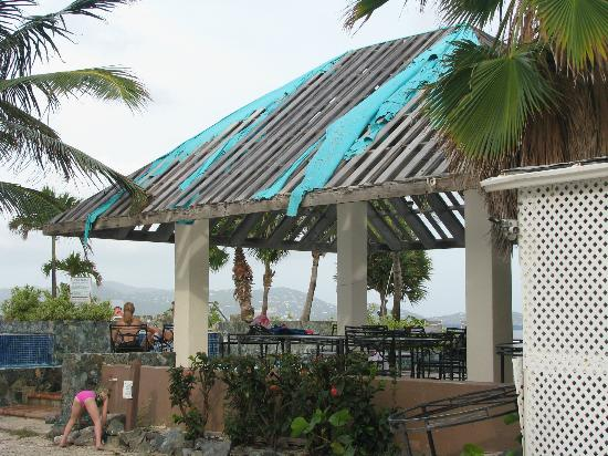 Sapphire Beach Resort: Pool bar roof in tatters - facility abandoned