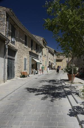 Galerie Pascal Lainé : Street in Menerbes