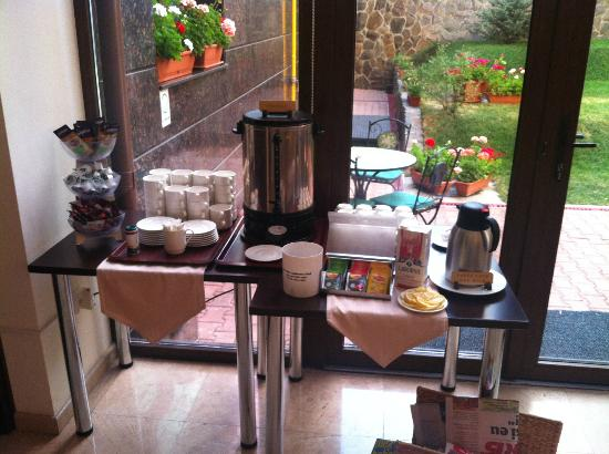 Hotel Coroana Brasovului: Breakfast
