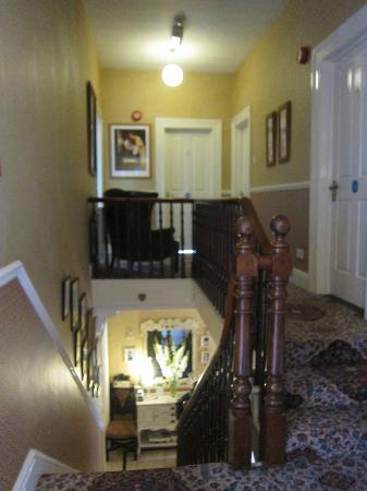Arkle House B and B: Le stanze viste dalla scala