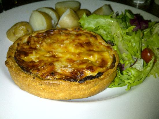 Fox and Hounds: Delicious cauliflower cheese tart