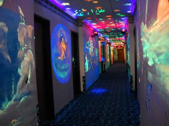 Super 8 Gurnee: 1st floor hallway in black light-fun