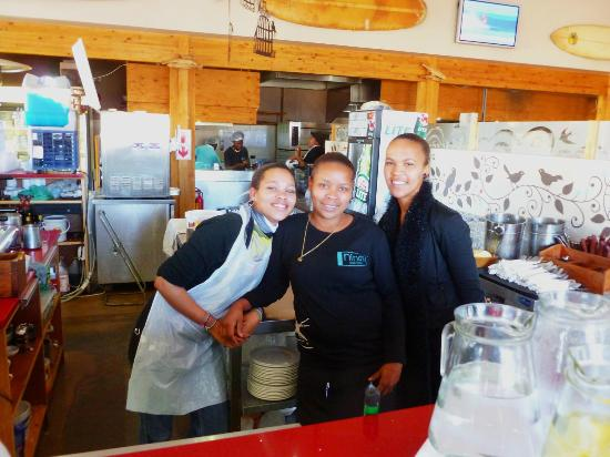 Nina's Real Food: Some of the friendly staff.