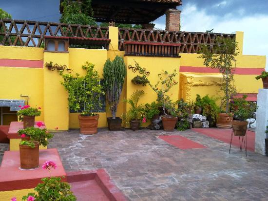 Casa Mia Suites Apartments: Más de la terraza...