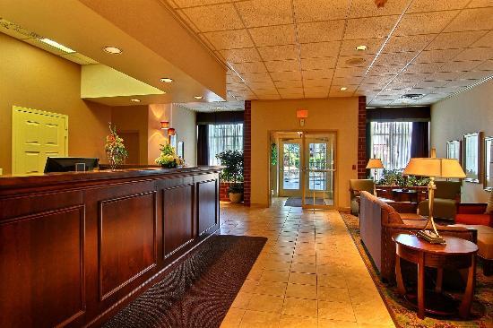 Quality Inn & Suites : Lobby