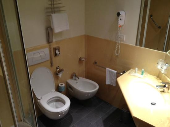 Holiday Inn Milan - Garibaldi Station: Bathroom