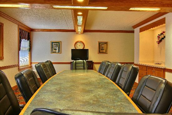 Quality Inn & Suites: Oak Room Conference Room