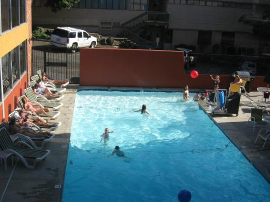 Quality Inn Downtown 4th Avenue: pool is well maintained and large