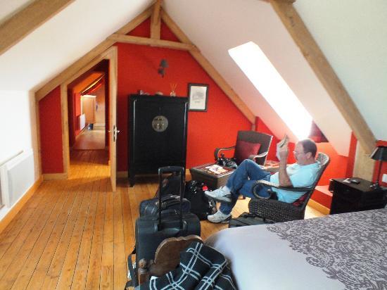 Les Chaufourniers : Sitting area, door to bath, childrens' room