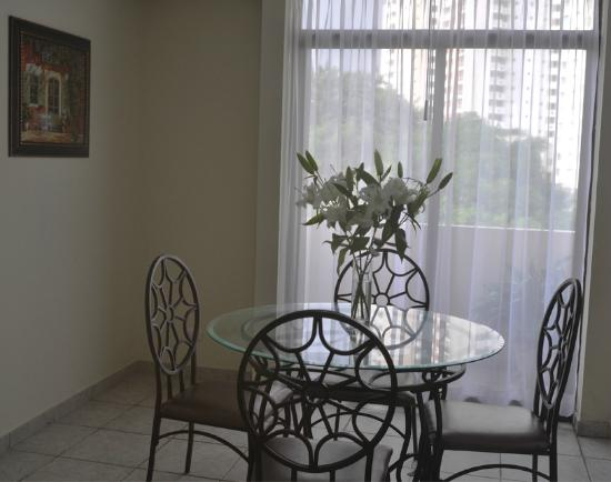 AZ Hotel & Suites: Comedor de Grand Suite