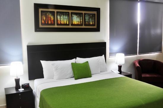 AZ Hotel & Suites: Junior Suite Recamara