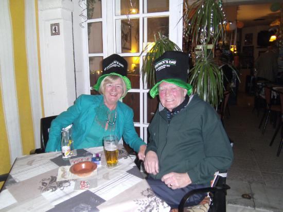 Lazy Days Bar and Restaurant: great paddys day what an amosphere