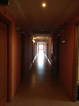 Hotel Metropole: IL CORRIDOIO AL SECONDO PIANO
