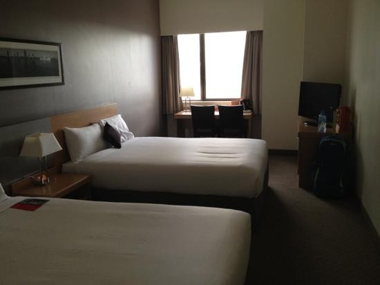 ibis Brisbane: basic room.