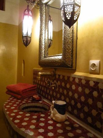 Riad Zineb: 全室シャワー、トイレがついています
