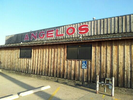 Angelo's Barbque: Front of restaurant