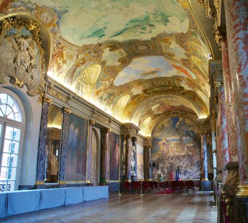 Capitol int rieur picture of place du capitole toulouse for Interieur zenith toulouse