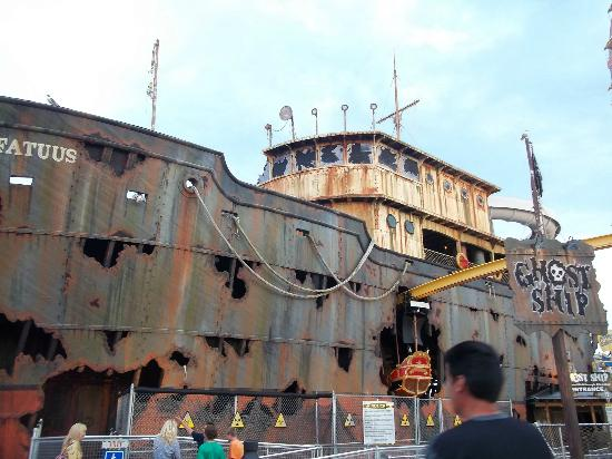 Morey's Piers and Beachfront Water Parks : The Ghost Ship!