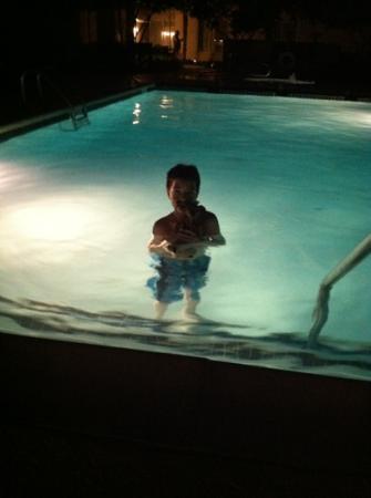 حياة هاوس هيوستنجاليريا: at the pool 