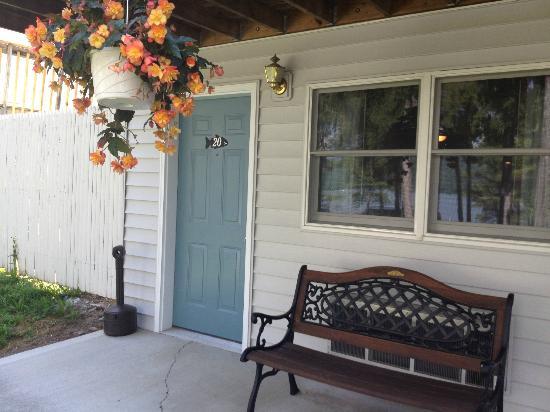 Bayside Inn & Marina: Our cute room.