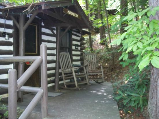Log Cabin Motor Court: Cabin 14