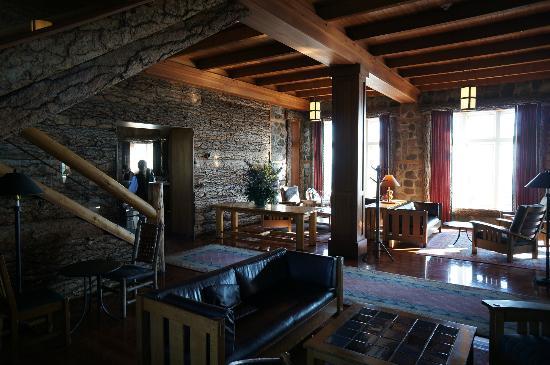 Crater Lake Lodge: Kaminzimmer